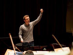 Daniel Harding repeteert 'Sechs Stücke für Orchester' van Anton Webern