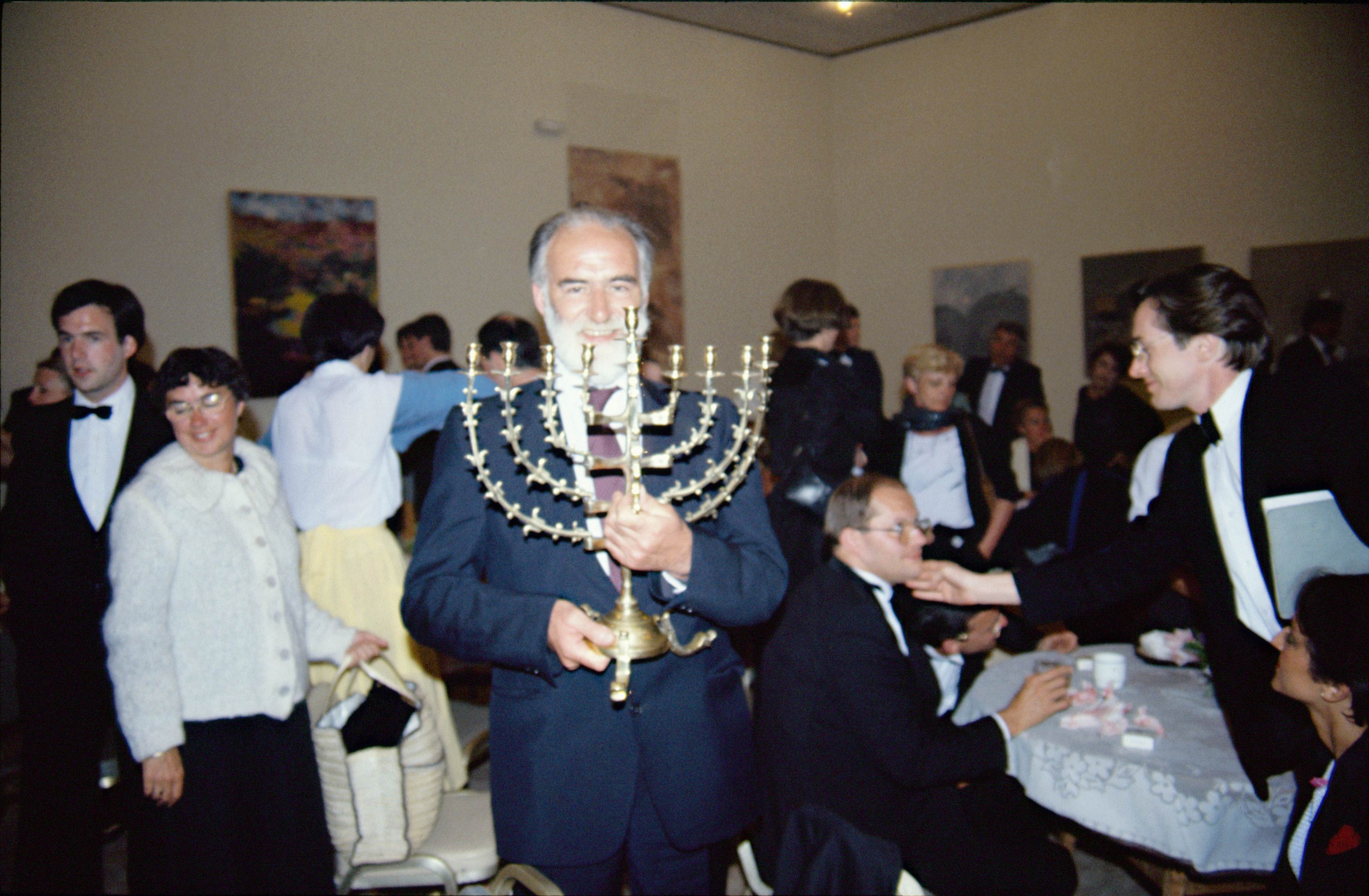 1984 –  TEL-AVIV chandelier offert au choeur par l'orch de Tel-Aviv